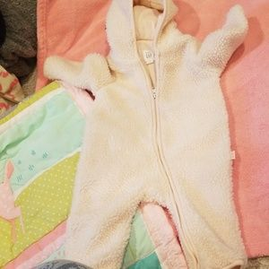 😊👶💓🎠 Good condition size 3 - 6 months baby gir